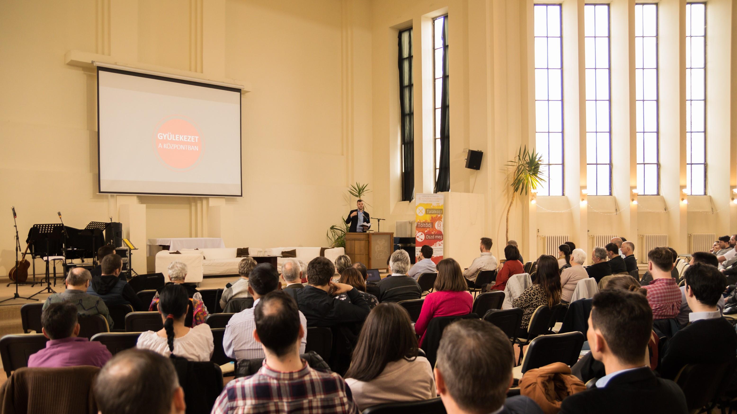 Gyülekezet a központban. Konferenciák és könyvbemutatók